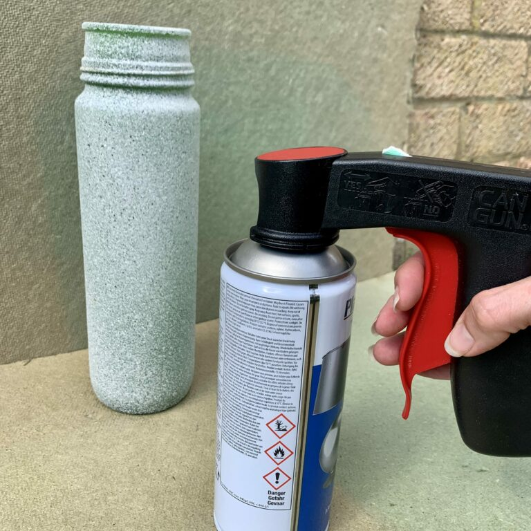 Spray can handle